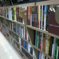 Foto tirada no(a) Livraria Leitura por Pedro B. em 12/2/2011