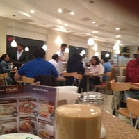 Foto tomada en Madero Restaurant-Café por Gerard E. L. el 4/18/2012