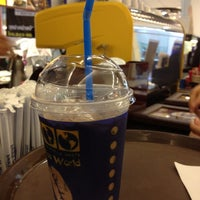 Photo taken at Coffee World @ Central Khonkaen by Aew E. on 4/16/2012