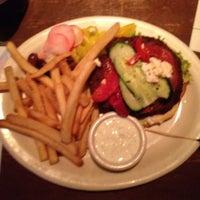 Das Foto wurde bei Clyde's Tower Oaks Lodge von Diana A. am 3/27/2012 aufgenommen