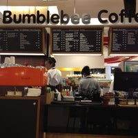 Photo taken at Bumblebee Coffee & Tea by Tipparat R. on 7/13/2012