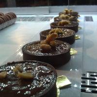 Foto diambil di Cheeky Chocolate oleh Huong T. pada 6/2/2012