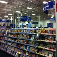Photo taken at Best Buy by Raffi A. on 12/30/2010