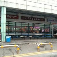 Photo taken at Cheonan-Samgeori Service Area - Seoul-bound by Dongwook K. on 3/14/2011