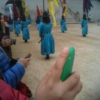 Photo taken at 정동제일교회앞 (610 소셜프렌즈데이) by Roszali R. on 11/26/2011