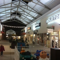 Photo taken at Philadelphia Premium Outlets by Peter on 11/1/2011