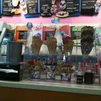 Photo taken at Baskin-Robbins by MuffinMan on 7/4/2011