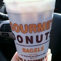 6/30/2011にAngela C.がGourmet donutsで撮った写真