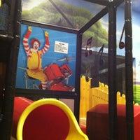 Photo prise au McDonald's par Lizandra C. le5/7/2012