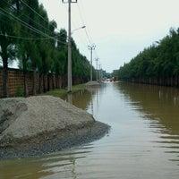 Photo taken at สโมสรหมู่บ้านมัณฑนา วงแหวนรัตนาธิเบศร์ by Paiboon W. on 10/18/2011