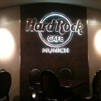 Das Foto wurde bei Hard Rock Cafe Munich von Heidi D. am 5/9/2011 aufgenommen