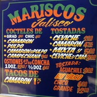 Photo prise au Mariscos Jalisco par Tiffany E. le8/5/2012