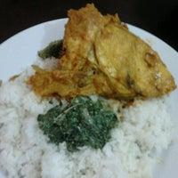 Photo taken at Warung Katherine Sumatran Food by Ni Ketut R. on 9/28/2011