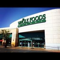 Foto scattata a Whole Foods Market da Jeremy W. il 7/11/2012
