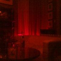 Foto diambil di Mollie Fontaine's Lounge oleh Alex G. pada 10/8/2011
