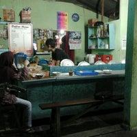 Photo taken at burjo mirasa suyudono by iroel p. on 3/18/2011