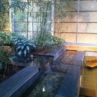 5/25/2012 tarihinde Clare S.ziyaretçi tarafından Japan Society'de çekilen fotoğraf