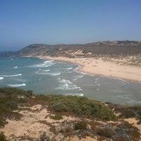 Foto tirada no(a) Praia da Amoreira por Rui C. em 7/31/2012
