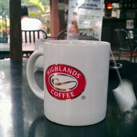 Photo taken at Highlands Coffee by Công Thành on 9/2/2011