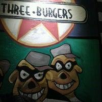 Foto tirada no(a) Three Burgers por Gueldon B. em 6/15/2012