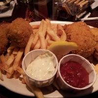 Photo taken at Pappadeaux Seafood Kitchen by Shinèe S. on 9/3/2012