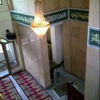 Photo taken at Masjid Al Hasanah by Wulandari Permatasari on 11/3/2011