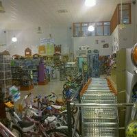 Foto tomada en Toy Planet Lucena por Pepe T. el 2/17/2012