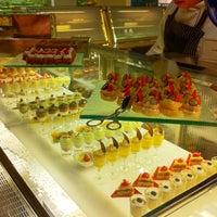 Foto tirada no(a) The Café -  Hotel Mulia Senayan, Jakarta por Naira S. em 6/27/2011