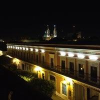 รูปภาพถ่ายที่ Plazuela Machado โดย Alo B. เมื่อ 7/30/2012