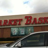 Photo prise au Market Basket par Edward F. le12/6/2011