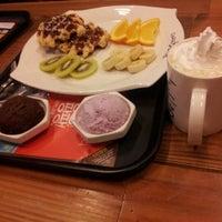 Photo taken at Caffé bene by Grace K. on 1/8/2012