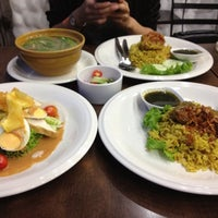 Photo taken at Mabuba Halal Food by ศิษฎี ศ. on 4/6/2012
