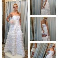 Foto tirada no(a) Nishi Royale - Vestidos para Festas e Noivas por Ana T. em 3/23/2012