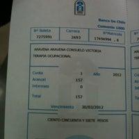Das Foto wurde bei Banco De Chile von Consuelo A. am 8/10/2012 aufgenommen