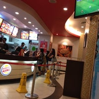 Photo taken at Burger King by Ve E. on 4/22/2012