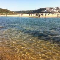 Foto tirada no(a) Praia de Odeceixe por Vanessa F. em 9/3/2011