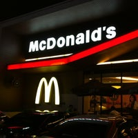 Photo taken at McDonald's & McCafé by Yosaporn V. on 4/8/2012