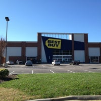 Photo taken at Best Buy by Norman L. on 11/24/2011