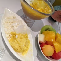 Photo taken at 許留山 Hui Lau Shan Healthy Dessert by Teeloon on 6/8/2012