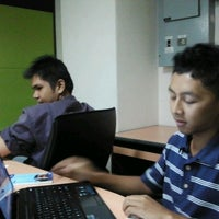 Photo taken at Faculty of Mechanical Engineering by salim j. on 10/4/2011