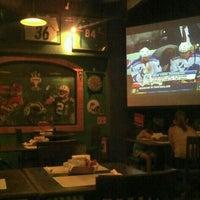 Foto tomada en Legends Sports Bar & Grill por Jose C. el 5/26/2012