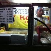 Photo taken at Martabak & Terang Bulan Awen by Sita J. on 6/23/2012