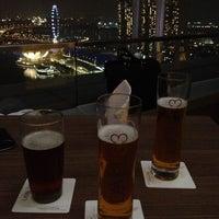 Das Foto wurde bei LeVeL 33 Craft-Brewery Restaurant & Lounge von ゆう am 8/27/2012 aufgenommen