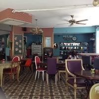 Foto tirada no(a) Susam Cafe por Emel S. em 8/23/2012