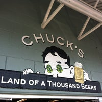 8/26/2012 tarihinde Kyle R.ziyaretçi tarafından Chuck's Hop Shop'de çekilen fotoğraf
