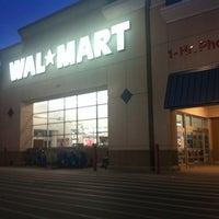 Das Foto wurde bei Walmart von Angel N. am 2/15/2012 aufgenommen