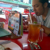 Photo taken at Fakhru Cafe & Seafood by Ahmad Syazwan B. on 12/10/2011