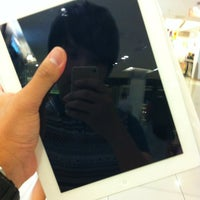Photo taken at Switch (Apple Premium Reseller) by Gavin T. on 4/8/2012