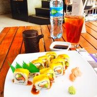 Photo taken at Sushi Itto by Mango C. on 7/13/2012