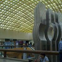 Das Foto wurde bei Plaza Satélite von Ed C. am 5/12/2012 aufgenommen